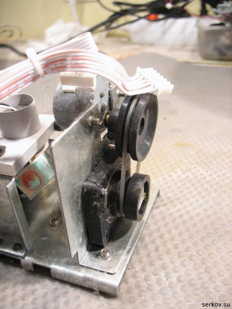 Оказалось, что вентилятор намотал в себя нитку, и всё устройство...  Красный лазер через теплопроводящую прокладку...